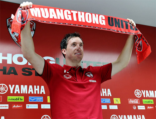 http://www.thai-fussball.com/media/images/News/Robbie_Fowler_02.jpg